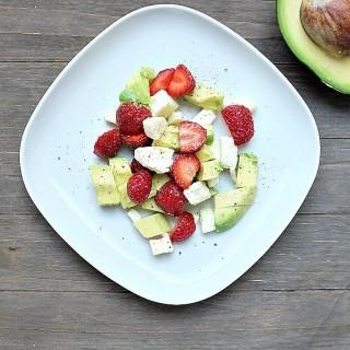 Der Sommersalat des Jahres: Avocado-Erdbeer-Salat mit Mozzarella und Balsamico