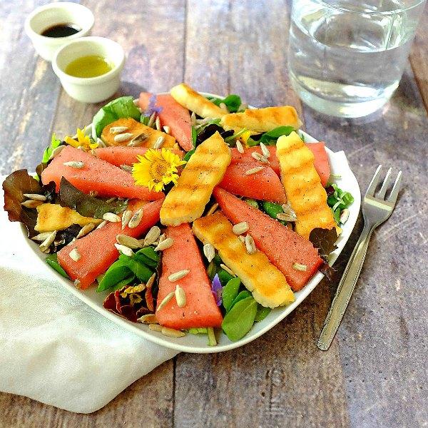 Schneller Melonen-Salat mit gegrilltem Halloumi