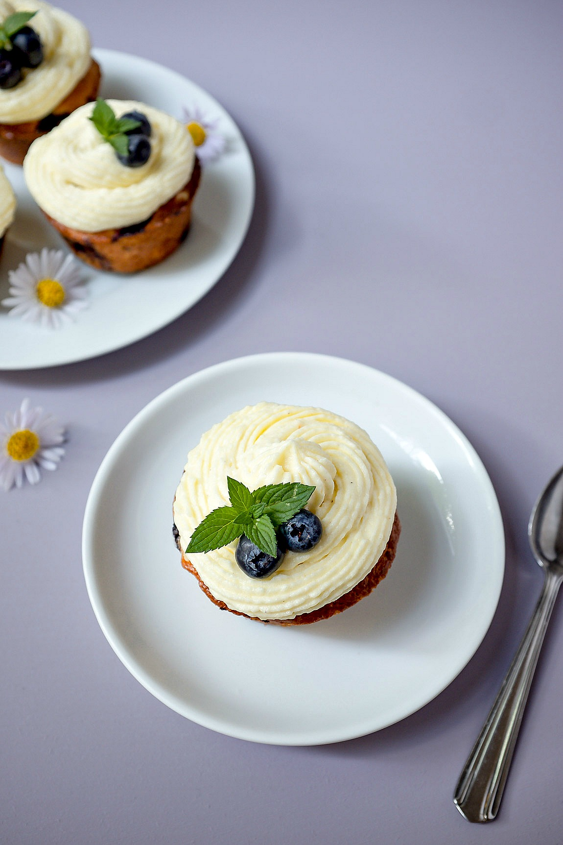 Blueberry Cheesecake Cupcakes mit Vanillefrosting