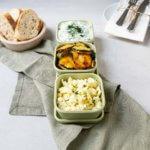 Griechische Vorspeisen: Frittierte Zucchini, Feta-Kräutermix & Tzatziki